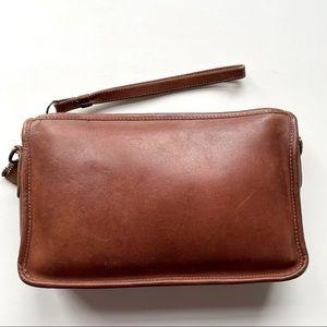 COACH // vintage British tan cognac clutch bag